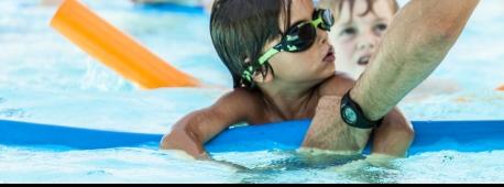Aquamômes activités aquatiques initiation cours de natation Courchevel Aquamotion apprendre à nager progresser apprentissage